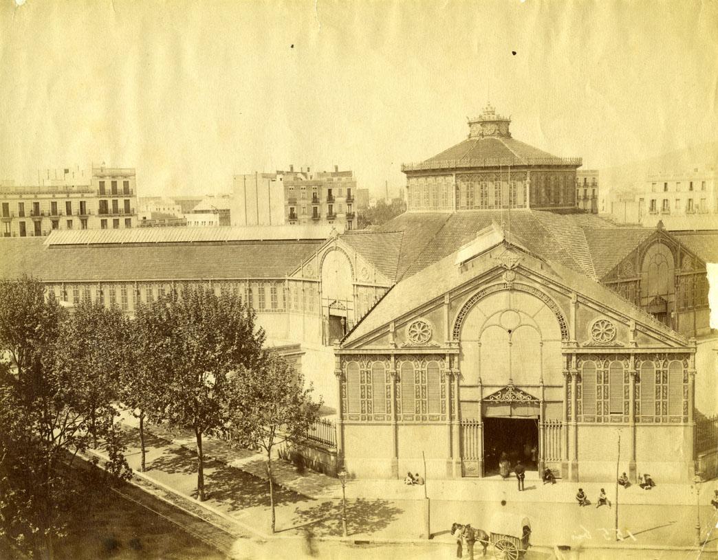 Porta principal del Mercat de Sant Antoni (1880-1889)