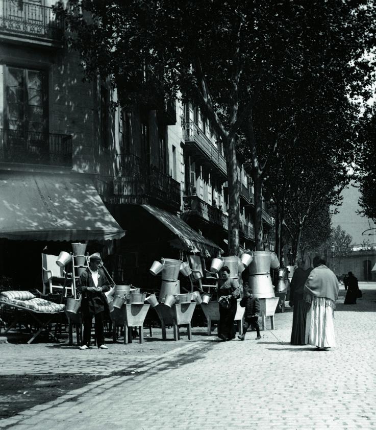 Parada de galledes i cubells dels Encants de Sant Antoni (1910-1915)
