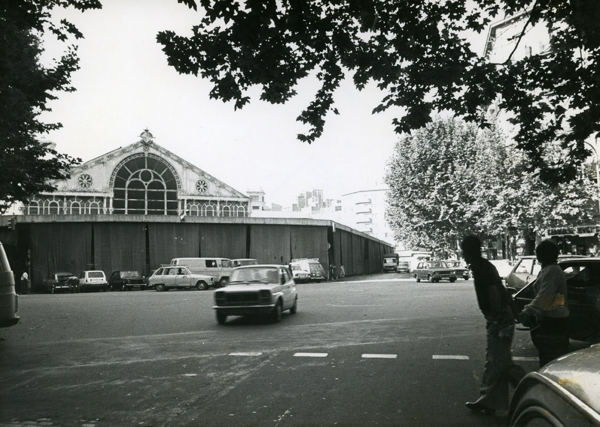 Façana del Mercat de Sant Antoni des del carrer de Manso (1978)